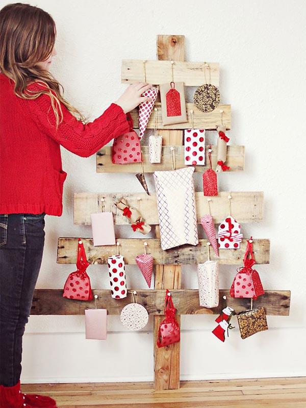 Pallet wood Advent tree