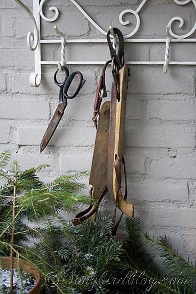 garden table decor Christmas greens, centerpiece, pine cone wreath (5)