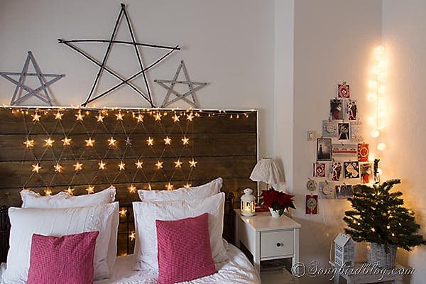 Christmas bedroom decoration in red and white with stars 3