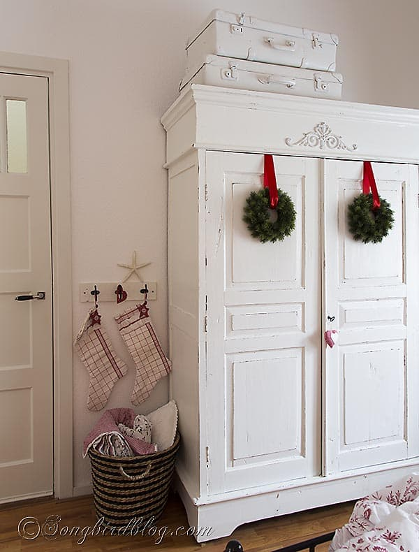 Christmas decorations  in red & white. Handmade stockings Via http://www.songbirdblog.com