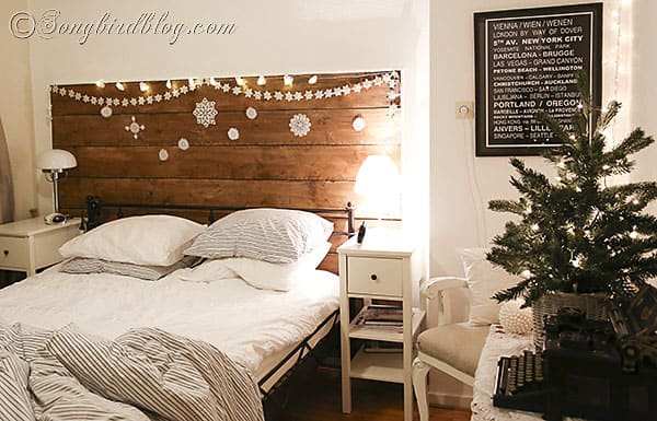 Christmas decorating in the bedroom for Decorate your bedroom