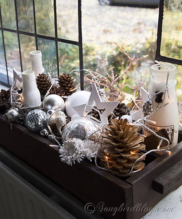 easy Christmas decoration in silver, white and brown with natural elements. http://www.songbirdblog.com
