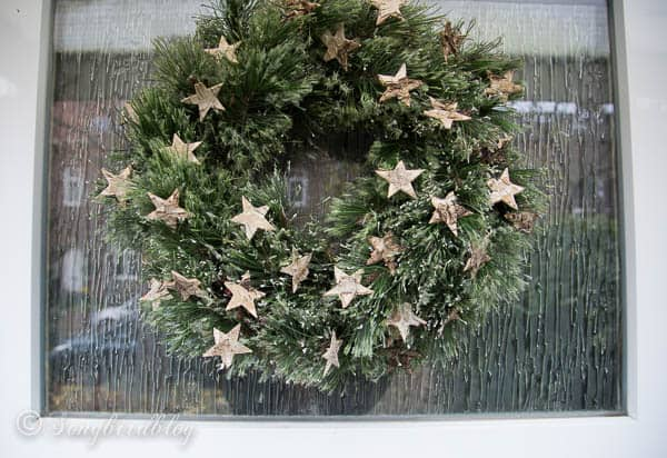 Christmas front door decorations: homemade wreath