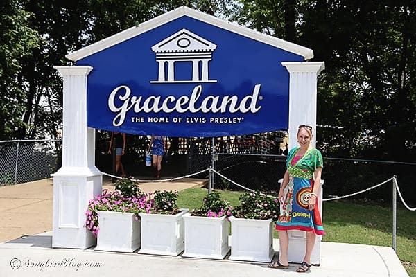 Elvis Presley Graceland Marianne Songbird at entrance