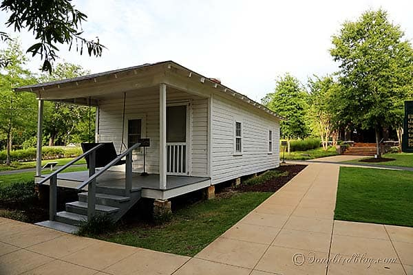 Elvis_Presley_birth_home_Tenessee