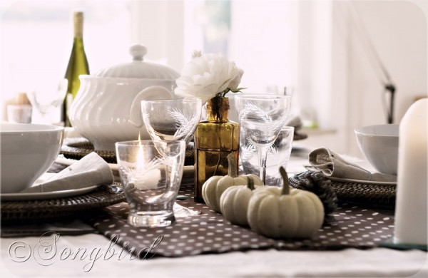 tablescape autumn polkadot and pumpkins