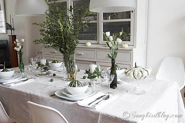 Fall_table_setting_green_white_natural