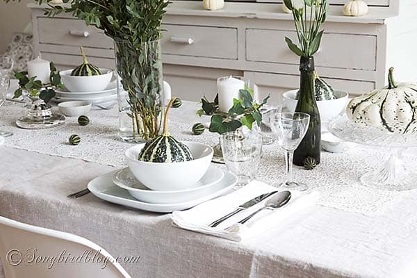 Fall_table_setting_green_white_pumpkins_natural
