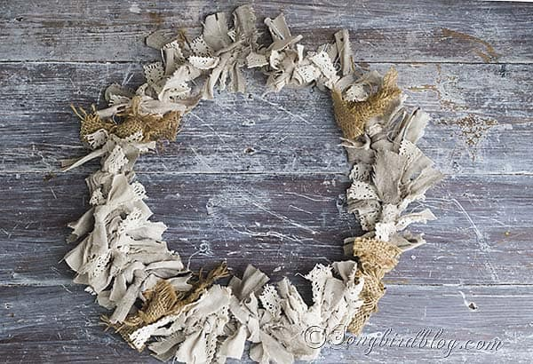 Fall_wreath_craft_autumn_fabric_scraps