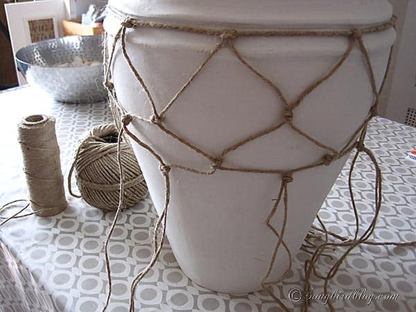 How to make a nautical fishnet vase
