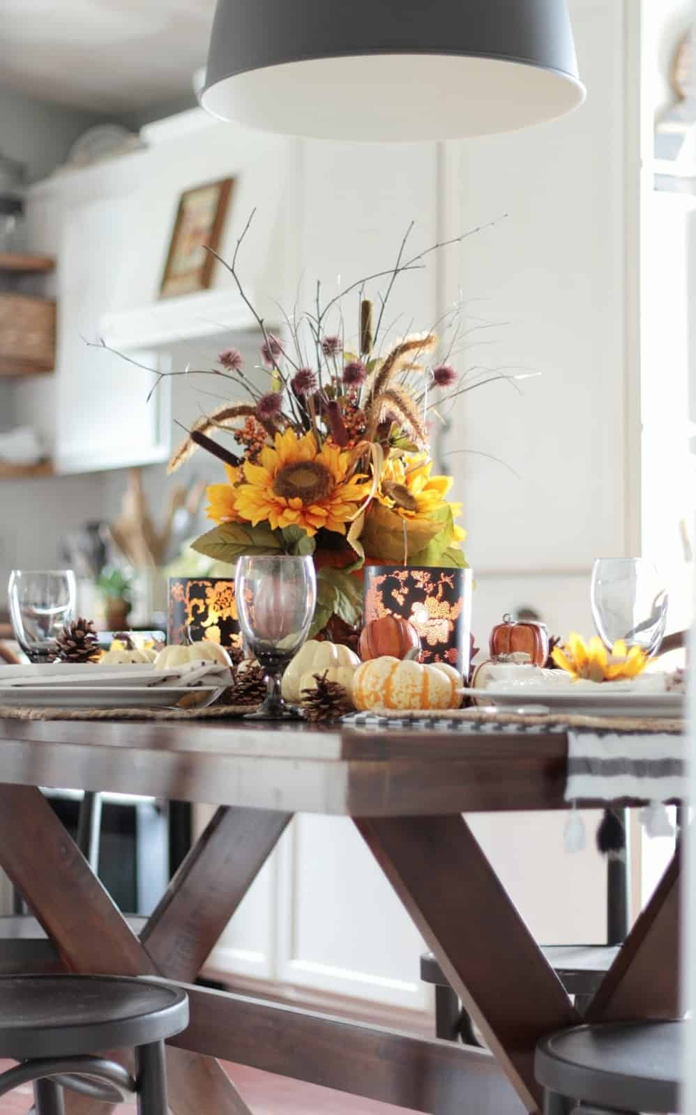Fall table decor in traditional colors