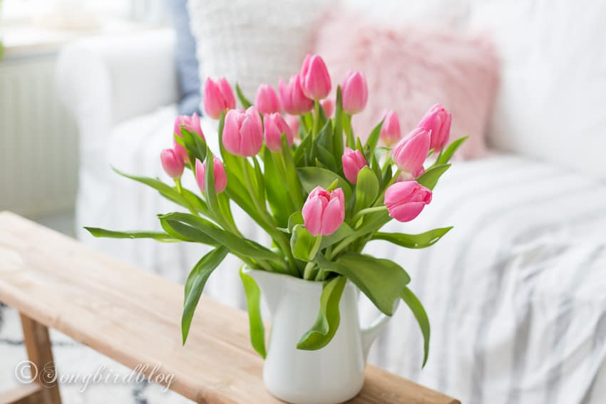 Decorating with tulips: pink tulips bouquet