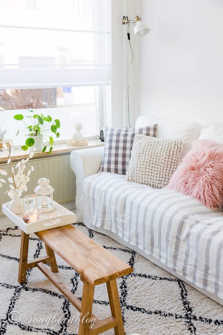 beach living room decor in Spring