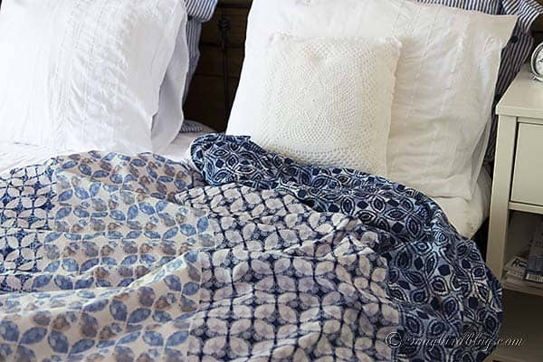 bed with white bed linen and a blue blanket from an Esprit duvet cover