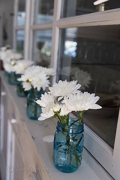 blue_mason_jars_flowers_decorating_ideas_summer
