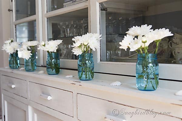 blue_mason_jars_flowers_decorating_summer