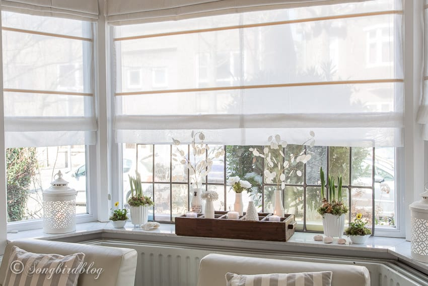 bay window decorations in spring