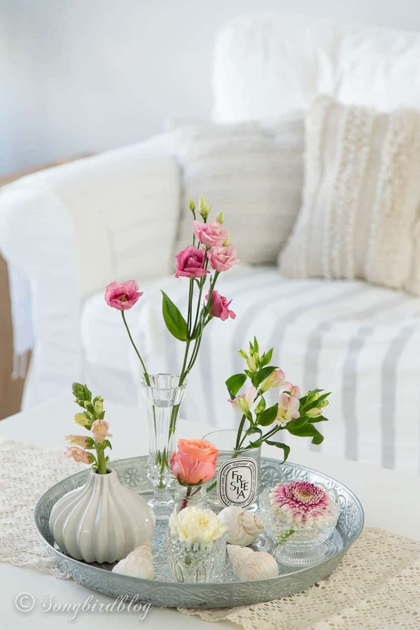 easy flower arranging idea with small vases
