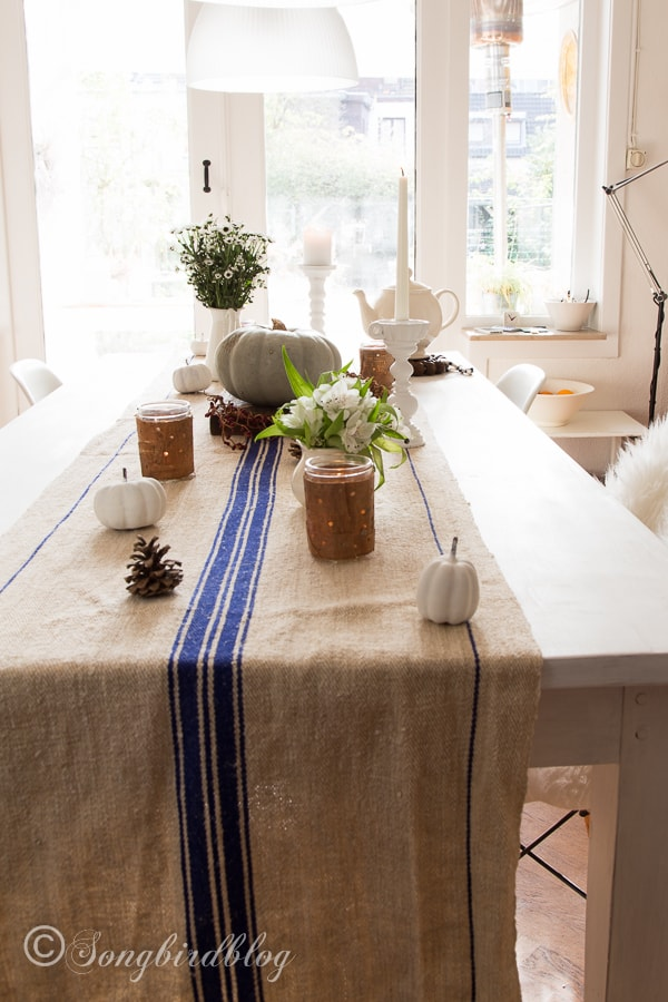 Superbe Vintage Grain Sack Table Runner And Fall Table Decor