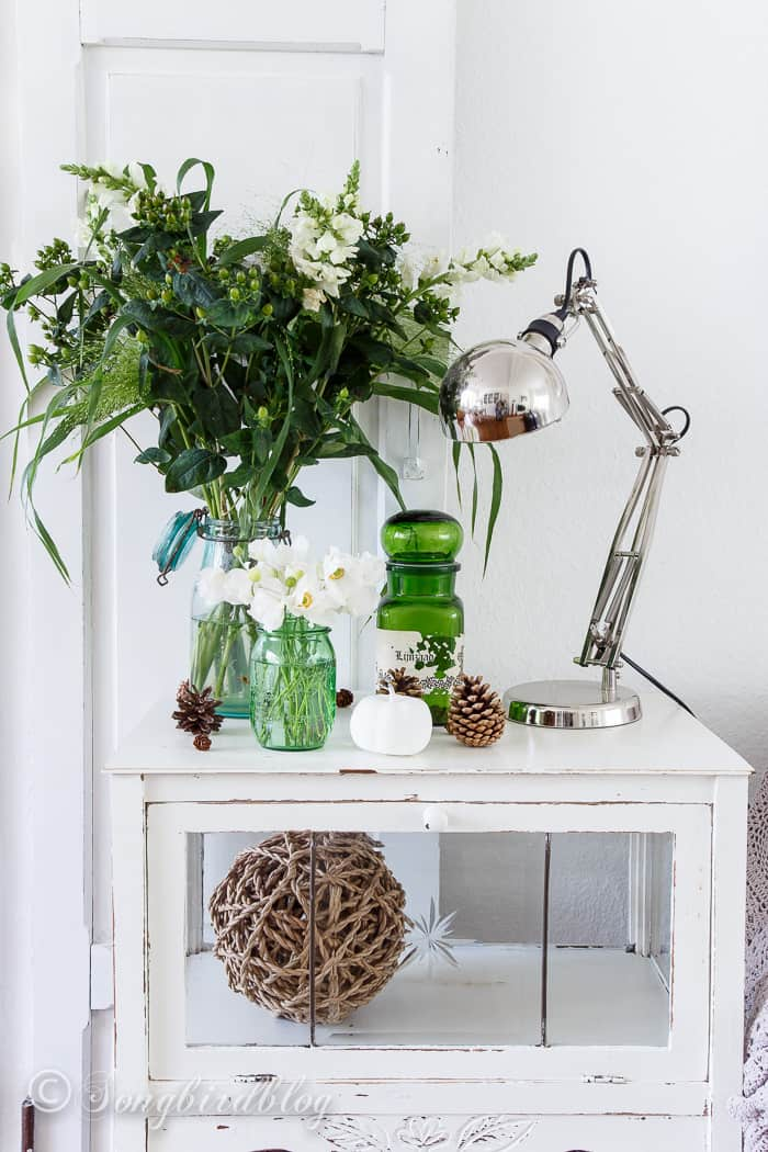 Fall decorating in green. Why not skip the traditional colors for a change and choose green as your color for Fall. Green is the perfect backdrop and companion for other colors. This little green Fall vignette is totally working for me.