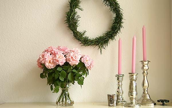 mantel decoration pink roses