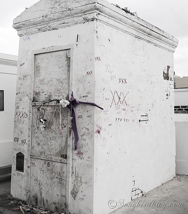 marie laveau voodoo grave New Orleans