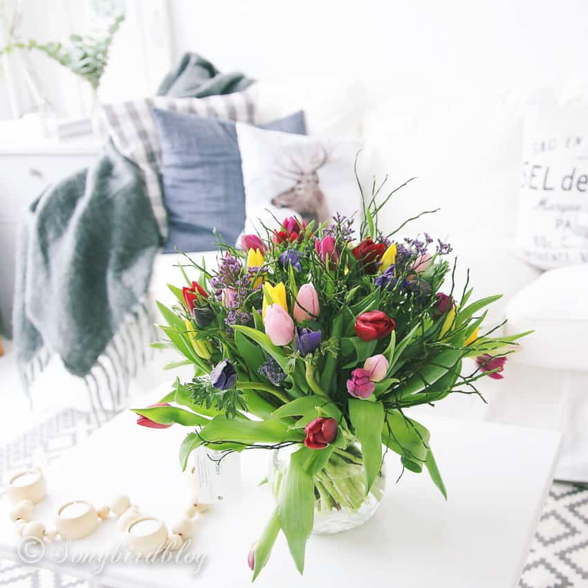Decorating with tulips: luscious colorful tulips bouquet