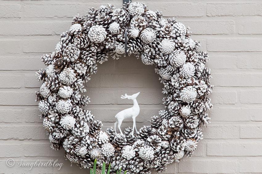 Pinecone Christmas winter wreath