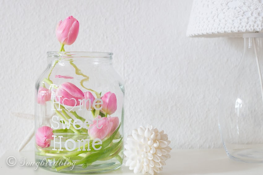 Freestyle decorating with tulips