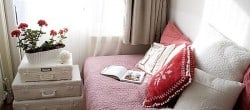 red-and-white-bed-room-decor.jpg