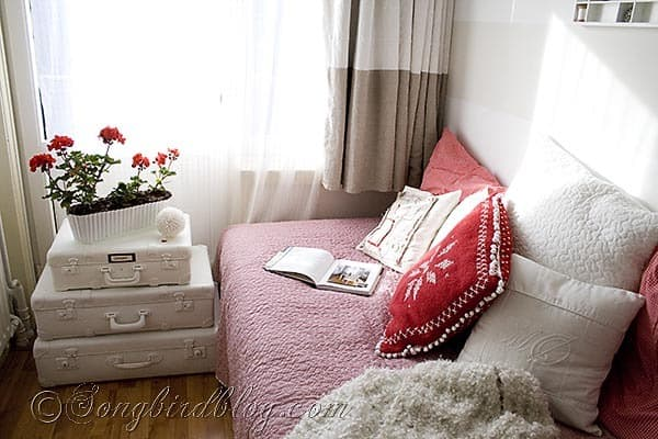 red and white bed room decor