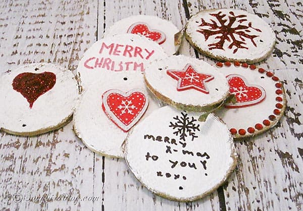 Rustic and natural Christmas decoration wood chips. http://www.songbirdblog.com