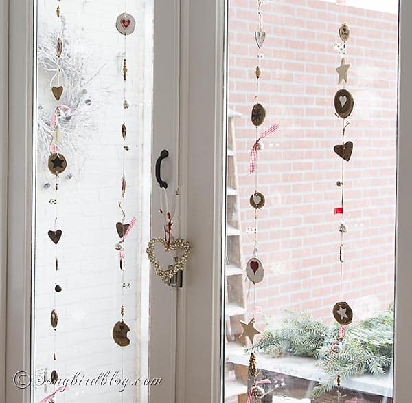 Rustic and natural Christmas garland made with wood chips. http://www.songbirdblog.com