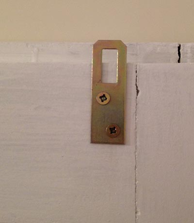 safety device for leaning door