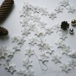homemade garland with felt stars, vintage buttons and butchers twine (1)