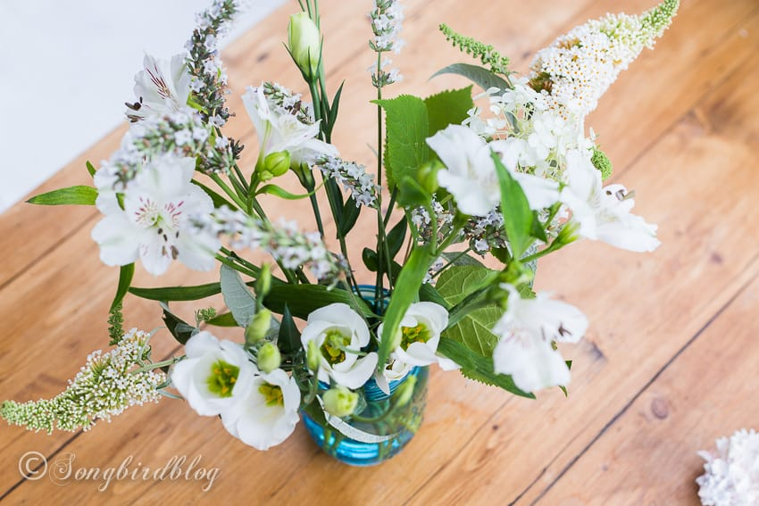 Easy summer beach table decor bouquet mixed with flowers