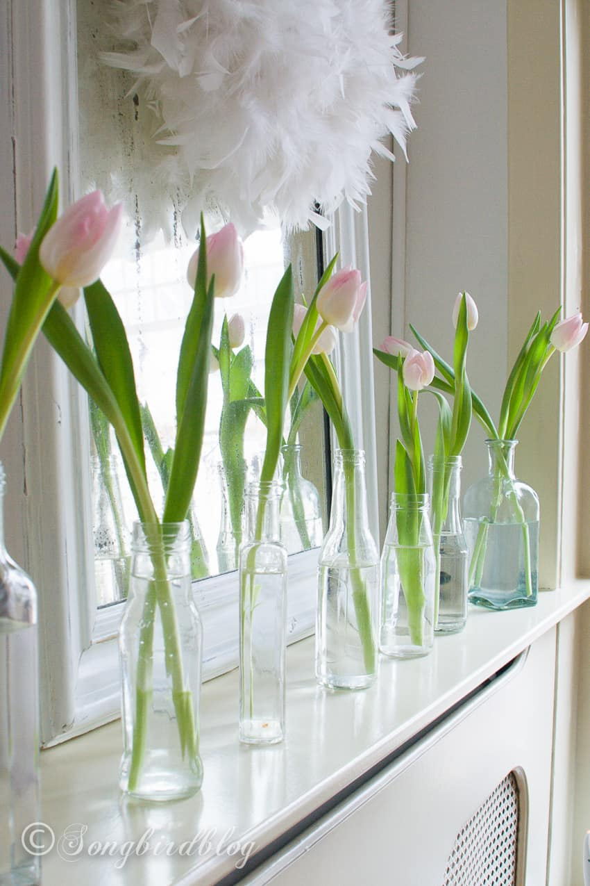 Decorating with tulips: pink tulips in vintage bottles