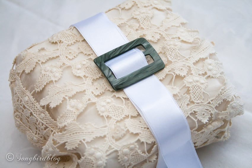 vintage Christmas gift wrap idea with lace and ribbon