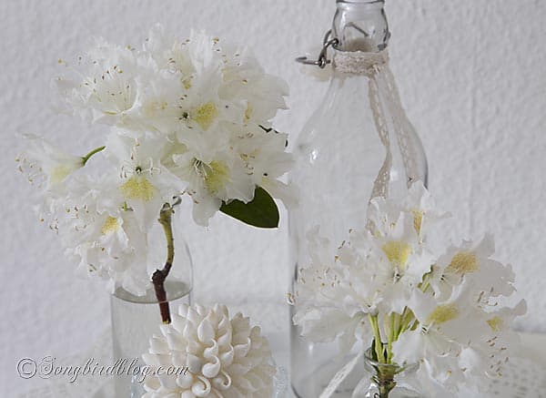 white flowers decoration via Songbirdblog